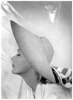 Lisa Fonssagrives, 1940. Photo: George Platt Lynes for Marshall Field & Co.