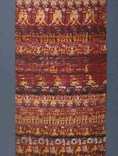 Lé de soierie avec scènes vishnuites  Inde du Nord-Est (?) ; trouvé au Tibet. Deuxième moitié du XVIe siècle – première moitié du XVIIIe siècle  Lampas de soie  233 x 81 cm