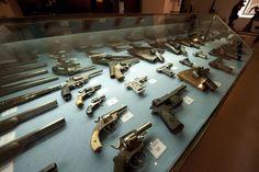 Exposición de armamento ligero en el Museo Naval de Cartagena