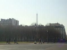 Gente arriba, gente abajo... la Tour Eiffel observa.