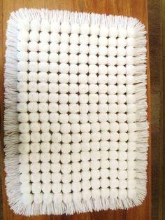Diy Crafts - Zoom in (real dimensions: 600 x Loom Blanket, Loom Board, Puff Stitch Crochet, Pom Pom Rug, Loom Knitting Projects, Pom Pom Crafts, Braided Rugs, Loom Weaving, Diy Crafts