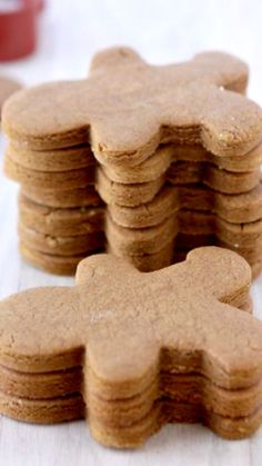 Gingerbread Cookies That Won?t Spread ~ The perfect little gingerbread men cookies Galletas Cookies, Holiday Cookies, Holiday Treats, Holiday Recipes, Holiday Desserts, Christmas Sweets, Christmas Cooking, Christmas Foods, Cookie Desserts