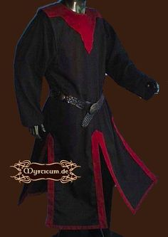 Medieval black-red tabard with rider slits. With contrasting fabric in the collar area. The fabric is woven in linen optics. Medieval Costume, Medieval Dress, Medieval Fashion, Medieval Clothing, Mens Garb, Fringe Fashion, Fantasy Costumes, Fashion Lighting, Rock