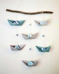Suspension murale en origami mint and grey : Jeux, peluches, doudous par etoiles. - Vestido Tutorial and Ideas Diy Origami, Hanging Origami, Origami Mobile, Origami Stars, Diy Home Crafts, Baby Crafts, Crafts For Kids, Arts And Crafts, Paper Crafts