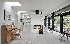 Arkitekttegnet typehus med spændende lysindfald. Rækken af ovenlysvinduer sikrer et smukt lysindfald i det langstrakte rum. Huset er tegnet af arkitekt Werner Mathies/Danske BoligArkitekter