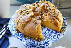 Light and delicate pastry marries with rich custard – it's a culinary match made in heaven! Wow your guests with this delicious traditional recipe. Party Desserts, No Bake Desserts, Delicious Desserts, Bougatsa Recipe, Cake Recipes, Dessert Recipes, Romanian Food, Something Sweet, Greek Recipes