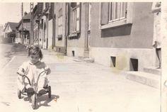 Kid tricycle - Du tricycle à la vespa, il n'y a qu'un tour de roue.. étaples sur mer, route de Boulogne, Pas-de-Calais, France, 1960