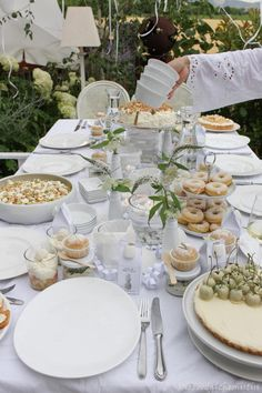 White Party Foods, All White Party, White Dinner, High Tea, Dinner Table, Holidays And Events, Banquet, Blog, Brunch