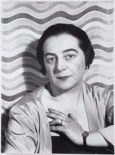 Sonia Delaunay was a Jewish-French artist who, with her husband Robert Delaunay and others, cofounded the Orphism art movement, noted for its use of strong colours and geometric shapes. Sonia Delaunay, Robert Delaunay, Florence Henri, Antoine Bourdelle, Francis Picabia, Flapper, Portraits, Art Abstrait, Russian Art