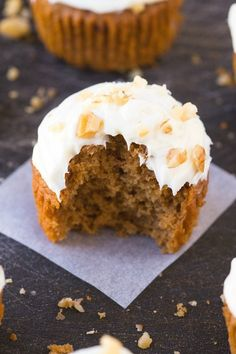 Healthy Flourless Carrot Cake Breakfast Muffins (V, GF, P, DF)- Easy, delicious and completely guilt-free muffins which are fluffy, light and secretly filling- Even the thick frosting is healthy and protein-packed! {vegan, gluten free, paleo recipe}- thebigmansworld.com Healthy Breakfast Muffins, Breakfast Cake, Vegan Muffins, Pumpkin Breakfast, Clean Eating Desserts, Healthy Desserts, Healthy Cake, Easy Desserts, Muffins Sains
