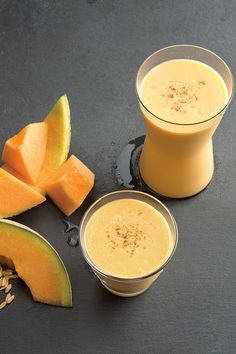 Smoothie Recipes Mango-Melon Smoothie - In this mango melon smoothie recipe, a hint of cardamom provides an aromatic twist. Adjust the amount of honey depending on the sweetness of the melon. Fruit Smoothies, Cantaloupe Smoothie, Cantaloupe Recipes, Juice Smoothie, Smoothie Drinks, Healthy Smoothies, Healthy Drinks, Dessert Healthy, Smoothie Cleanse