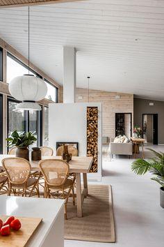 Modern Cabin Interior, Natural Interior, Minimalist House Design, Minimalist Home, Fireplace Design, Jenni, Log Homes, Decoration, Home And Living