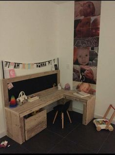 Bureau van steigerhout voor de kinderkamer.