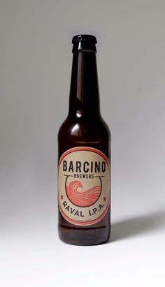 Barcino Brewers - Raval IPA. Cool outfit. Beer Labels, Bottle Design, Ipa, Craft Beer, Beer Bottle, Cool Outfits, Cool Clothes, Swag Outfits, Home Brewing