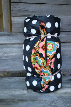 //DIY picnic blanket with pocket for optional duvet insert Ruffle Blanket, Picnic Blanket, Outdoor Blanket, Sewing Crafts, Sewing Projects, Sewing Tips, Diy And Crafts, Crafts For Kids, Craft Night