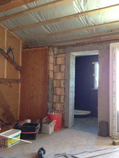 30. Juni 2015 - Unwirkliches Bild; im Hintergrund das fertig gekachelte Badezimmer und im Vordergrund der Rohbau. Aktuell haben wir 20 Bäder gekachelt.
