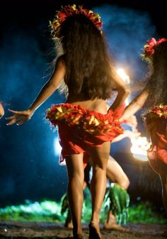 I love the radical motion of the French Polynesia, a great contrast from the graceful movements from Tonga & Samoa but equally as captivating & beautiful Samoan Dance, Polynesian Dance, Polynesian Islands, Polynesian Culture, Hawaii Hula, Aloha Hawaii, Hawaiian Dancers, Hawaiian Art, Islas Cook