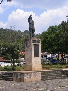 Monumento al Gral. Francisco J. Mugica, plazuela de la interseccion carretera Morelia - Uruapan - Zamora, en Carapan Michoacan_________________El líder de las autodefensas Dr. José Manuel Mireles, detenido la semana pasada en Michoacán. Liberen a Mireles!!! Ya!
