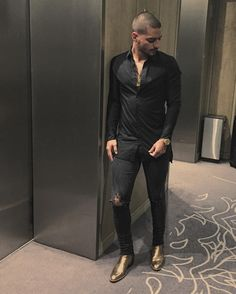 Pin for Later: Brace Yourself For These Incredibly Sexy Pictures of Maluma When His Sense of Fashion Was Beyond Hot Mens Club Outfit, Club Outfits, Light Blue Ripped Jeans, Ripped Skinny Jeans, Berlin Leuchtet, Maluma Haircut, Maluma Style, Maluma Pretty Boy, Latino Men