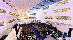 Преподавательский состав Венского экономического университета насчитывает 82 профессора и около 400 научных работников. Из более 24 000 студентов иностранные составляют 23%