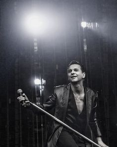 Dave Gahan // Depeche Mode I don't know who this is but I love this picture
