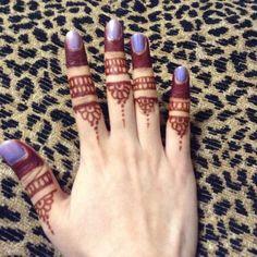 Dipped fingertips and finger rings mehndi pattern Mehndi Designs For Fingers, New Mehndi Designs, Finger Tats, Mehndi Patterns, Mehendi, Tatting, Simple, Rings, Beauty