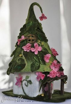 Clay Fairy House, Fairy Houses, Felt Crafts, Diy And Crafts, Diy Garden Decor, Garden Decorations, Tilda Toy, Felt House, House Lamp