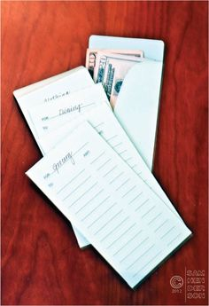 Cash Envelope Budgeting with a free printable envelope template Budget Envelopes, Money Envelopes, Envelope Budget, Budgeting Tools, Budgeting Finances, Cash Envelope System, Budget Planer, Money Matters, Money Management