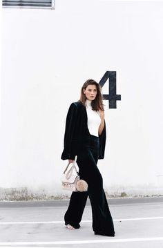 ecf54f7daf Outfit  Grüner Zara Samtanzug   Aquazzura Tassel Sandalen
