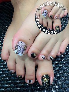 Pedicure Designs, Pedicure Nail Art, Toe Nail Designs, Toe Nail Art, Prom Nails, Bling Nails, Cute Toe Nails, Pretty Nail Art, Pink Lipsticks