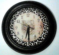 LEOPARD CHEETAH ANIMAL PRINT Wall Clock Home Wall Decor Battery Operated 12hr