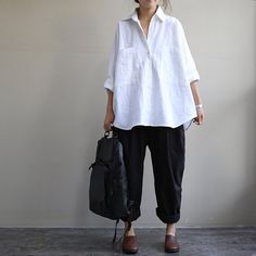 loose white and black linen blouse shirt long sleeve by Aolo, I think a bit smaller with skinny jeans or leggings would be better Look Fashion, Womens Fashion, Fashion Design, Fashion Black, Fashion Clothes, Mode Ab 50, Only Shirt, Look Street Style, Look Plus Size