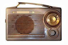 5 razones para amar la radio http://www.elcaballoalgalope.blogspot.com.es/2014/02/5-razones-para-amar-la-radio.html