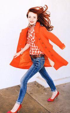 O laranja é aposta para o verão 2016. Comece a usar já essa tendência. Confira no Moda que Rima.
