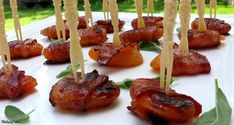 25 Genius Toothpick Appetizers That Will Curb the Munchies Toothpick Appetizers, Bacon Appetizers, Appetizer Recipes, Delicious Appetizers, Party Appetizers, Appetizer Skewers, Canapes Recipes, Appetizer Plates, Appetizer Ideas