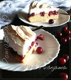 Starinska pita s voćem iz mamine sveske ... Troslojni kolač koji se sastoji od masnog testa, voćnog fila i zapečenog šama od belanaca. Može se praviti od različitog sezonskog čvrstog voća - kajsija, trešanja, višanja, šljiva, borovnica. #cherrypie #deserti #pita #višnje #desserts #pie #cherries #sweet #cake #recepti #cooking #domaćakuhinja #serbiancuisine #recipes #homemadefood #goodfood #foodbloggers #foodphotography #serbianfood #homecooking #easytomake #рецепты #tasty #foodphoto #yummy