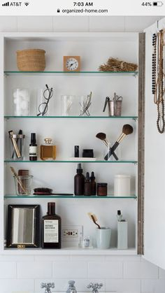 Zuhause Remodelista: The Organized Home: Simple, Stylish Storage Ideas for All Over the House. Medicine Cabinet Organization, Bathroom Organization, Bathroom Storage, Bathroom Medicine Cabinet, Medicine Cabinets, Bathroom Shelves, Washroom, Zen Bathroom, Modern Bathroom
