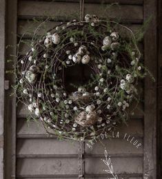 Fun Christmas Crafts to Make and Bake: Over 60 Festive Projects to Make With Your Kids - My Cute Christmas Easter Wreaths, Christmas Wreaths, Christmas Decorations, Holiday Decor, Bouquet Champetre, Willow Wreath, Christmas Crafts To Make, Christmas Movies, Decoration Inspiration