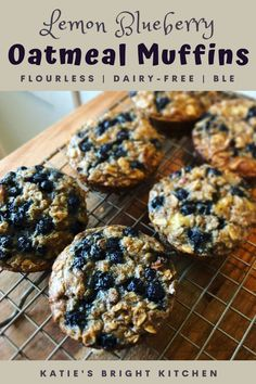 The flavors in these healthy, flourless breakfast treats are reminiscent of lemon poppy seed muffins, without all the added sweetener. Banana Oat Cookies, Blueberry Oatmeal Muffins, Banana Oats, Blue Berry Muffins, Bright Line Eating Recipes, Flourless Muffins, Protein Fruit, Lemon Poppyseed Muffins, Lemon Muffins