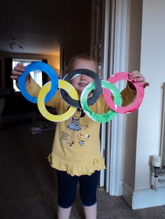 Paper plate Rings: Winter Olympics Crafts for Kids. #StayCurious