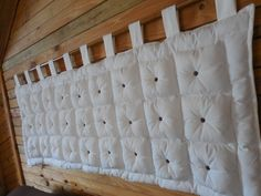 Cabeceira de cama box puff,casal Bed Headboard Design, Headboard Decor, Bedroom Bed Design, Headboards For Beds, Home Decor Bedroom, How To Make Headboard, Beautiful Sofas, Bed Pillows, Decoration