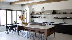 6 The Best Dining Room Table Design Ideas For Your Minimalist Home Minimalist Kitchen Interiors, Minimalist Home, Kitchen Modern, Design Your Kitchen, Interior Design Kitchen, Küchen Design, Home Design, Design Ideas, Kitchen Nook