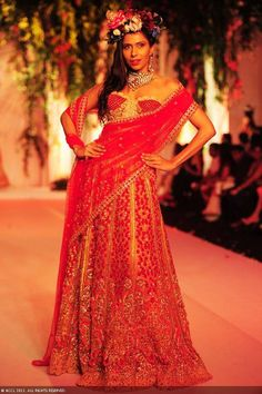 Candice-Pinto-displays-a-creation-by-designers-Falguni-and-Shane-Peacock-on-Day-3-of-India-Bridal-Fashion-Week-in-New-Delhi-on-July-25-2013