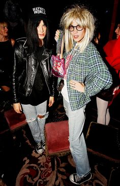 Agyness Deyn & Alexa Chung as Wayne and Garth from Wayne's World. // #Celebrity #Halloween