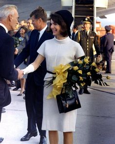 Nadire Atas on the First Lady of Style Jackie Kennedy President and the First Lady Jacqueline Kennedy Onassis, John Kennedy, Estilo Jackie Kennedy, Les Kennedy, Jaqueline Kennedy, Caroline Kennedy, Lee Radziwill, Kaya Gerber, Photo Bb