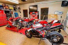 Forza Italia. Nice garage.