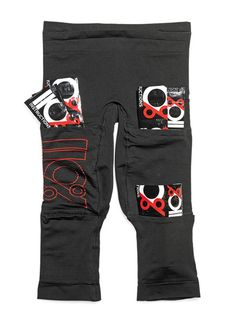 Ever had sore legs and been prescribed 'icing'? These pants will make it easier with pockets for ice packs placed around the hammies, quads, and hips. someone should buy these for me! Runner Diet, Sore Legs, Hip Problems, Ice Packs, Tight Hip Flexors, Running Shoe Reviews, Psoas Muscle, Gifts For Runners, Tight Hips