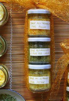 Una simpatica e semplice idea regalo home made: i sali da cucina aromatizzati.