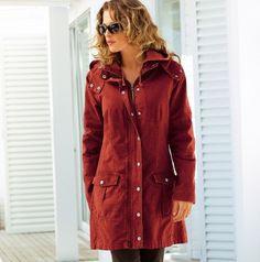 Un manteau grande taille plutôt sportswear, doublé en polaire pour affronter l'hiver! La doublure est amovible. Disponible jusqu'en t 54 pour 38,84€