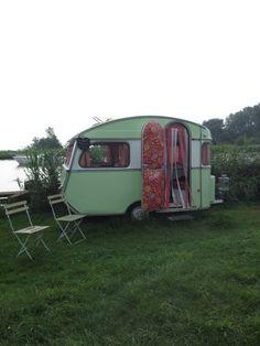 femke dik: vakantie caravans en autootjes